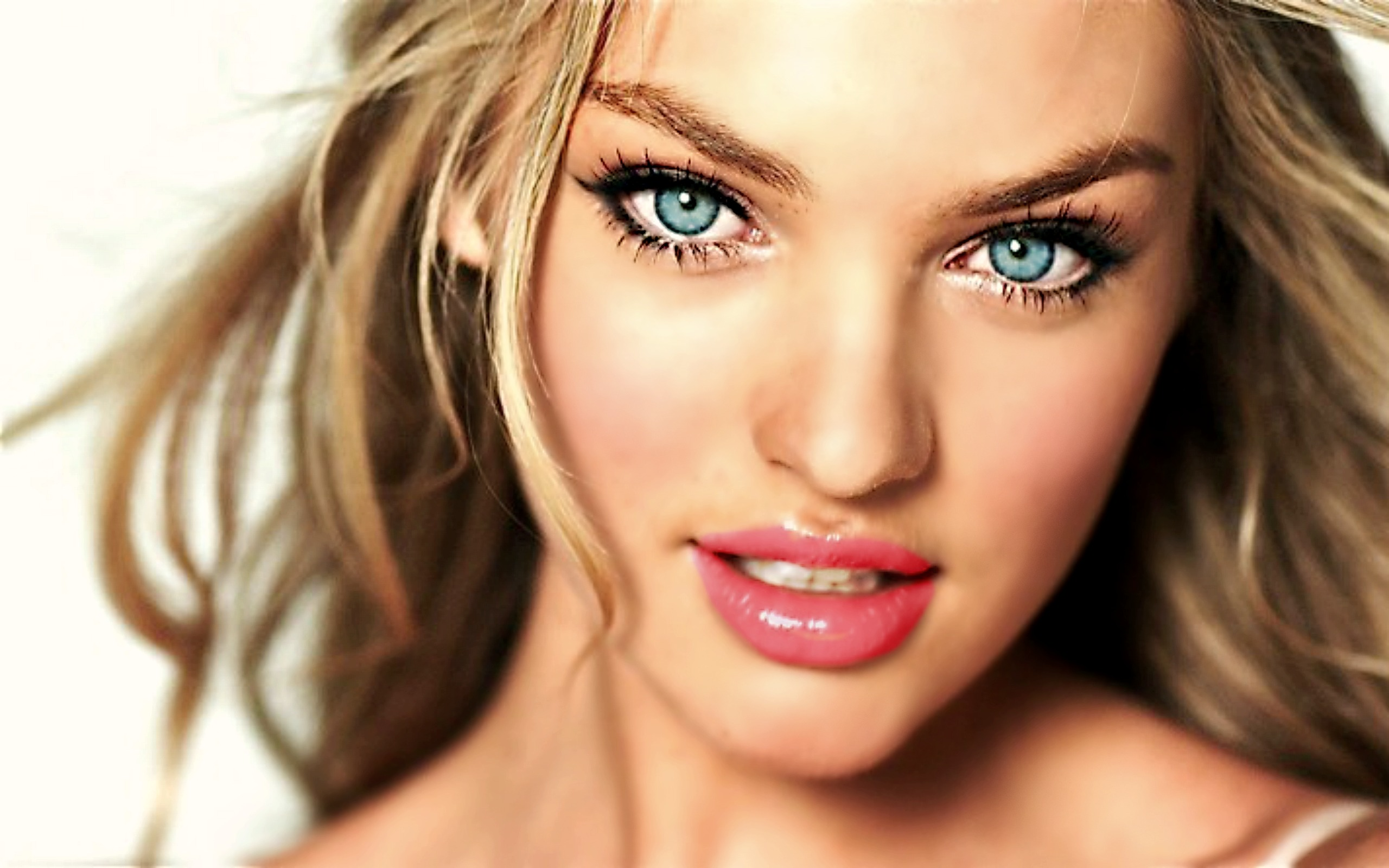 Candice Swanepoel Wallpaper with Blue Eyes