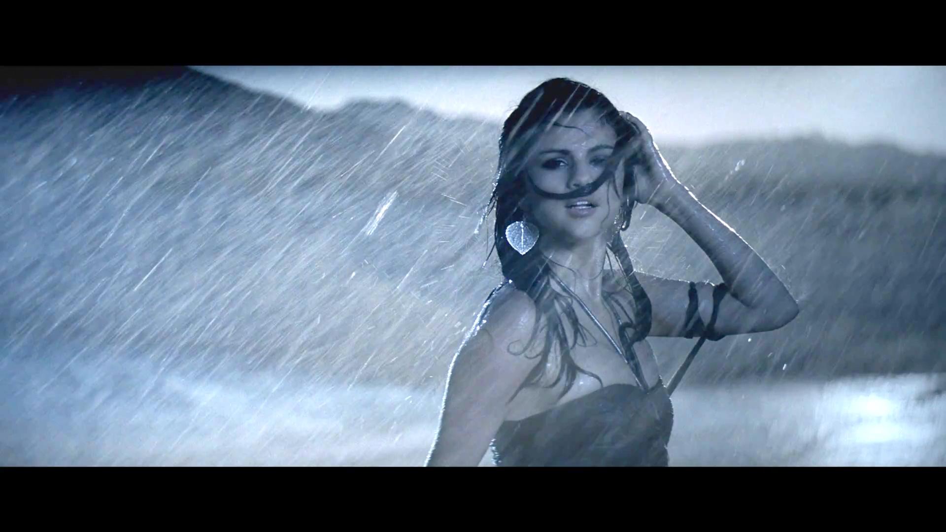 selena gomez in rain wallpaper | wide screen wallpaper 1080p,2k,4k