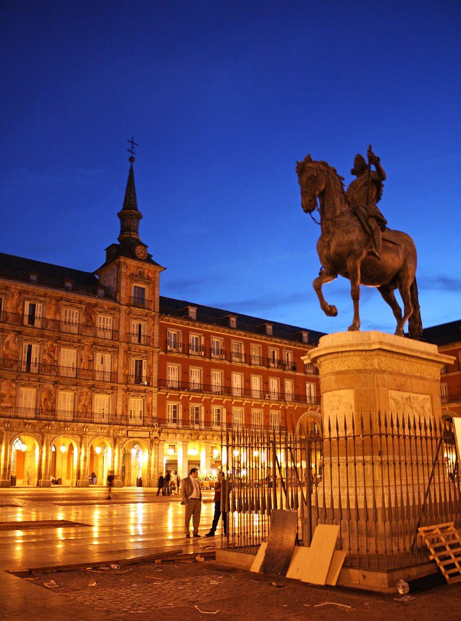 Night in Madrid, Plaza Mayor HD Wallpaper