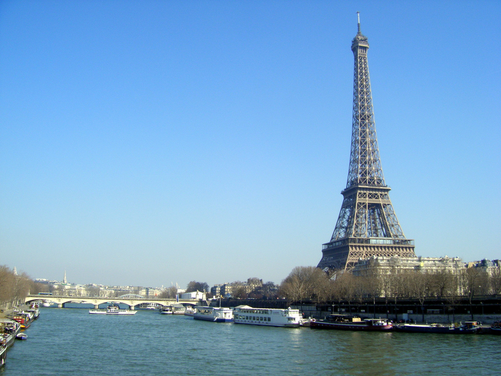 tour eiffel et la seine hd wallpaper wide screen. Black Bedroom Furniture Sets. Home Design Ideas