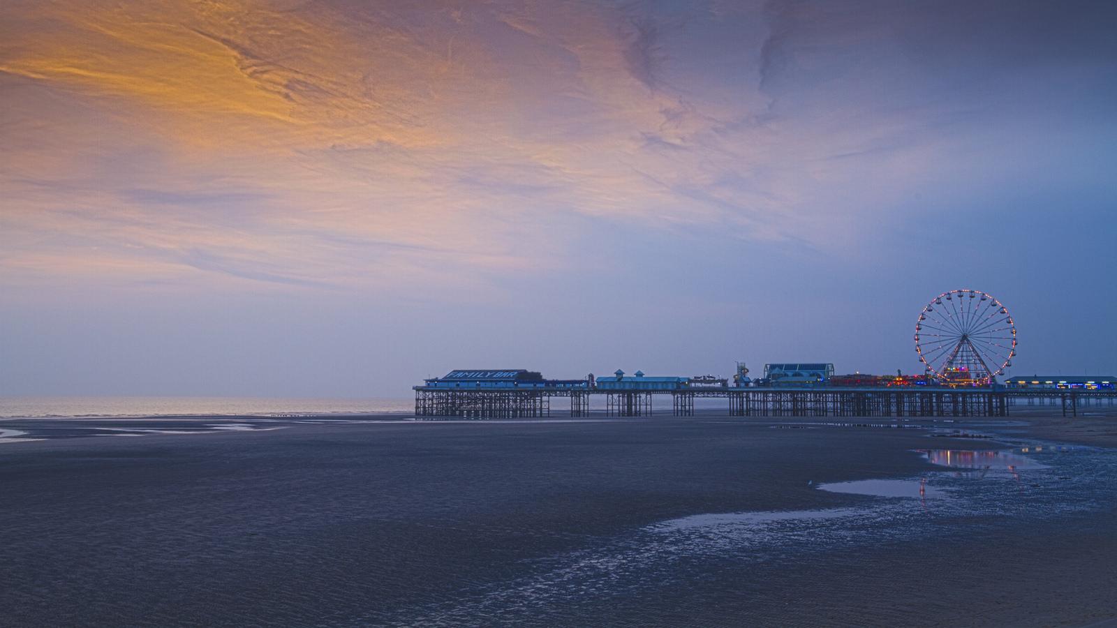 Blackpool Central Pier Sunset HD Wallpaper