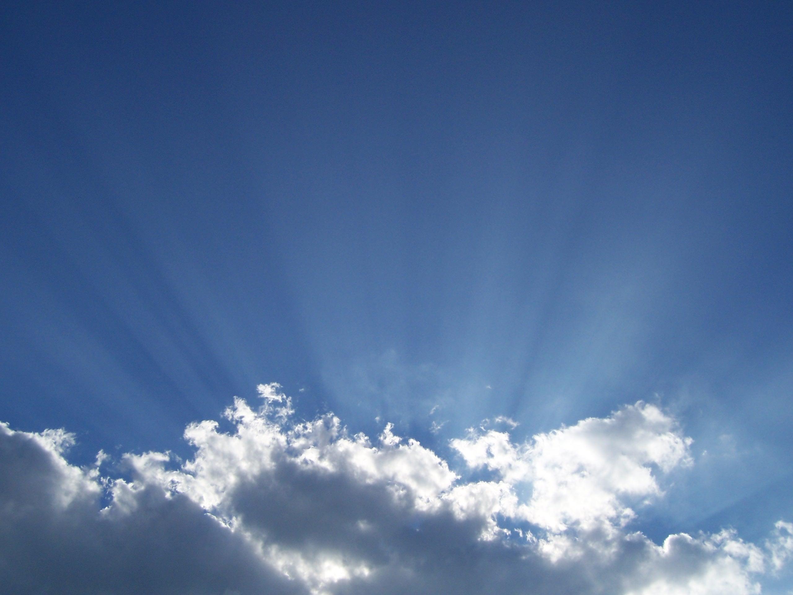 Sunlight through Clouds 2K Wallpaper